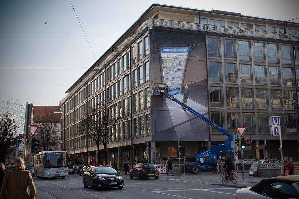 Blu realisiert Street Art in München