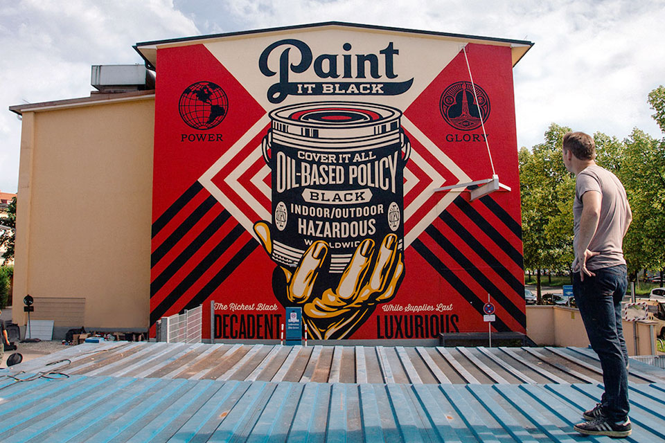 Shepard Fairey - Paint it Black Mural in München